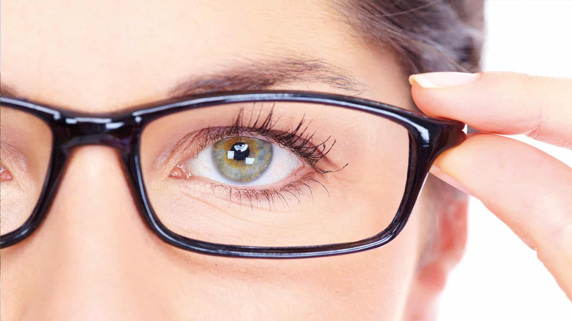 Brillenglas mit Superentspiegelung