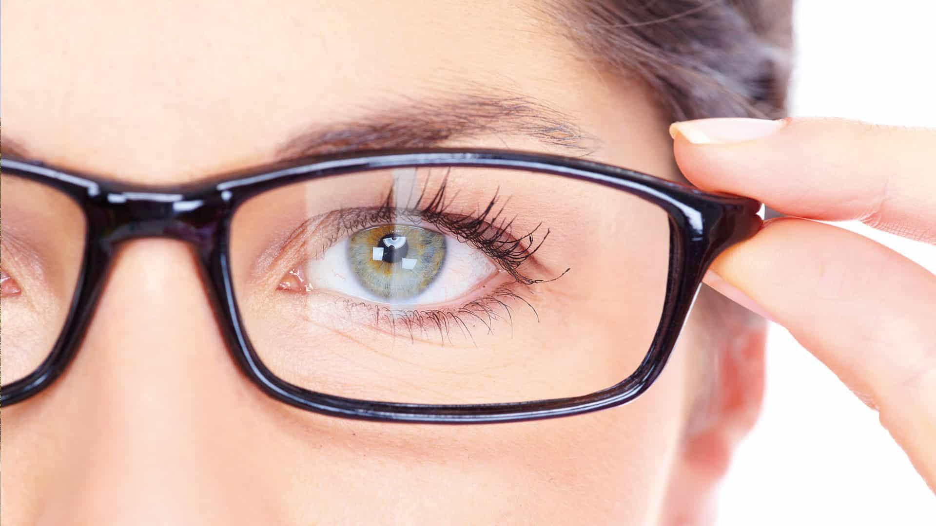 Brillenglas ohne Superentspiegelung