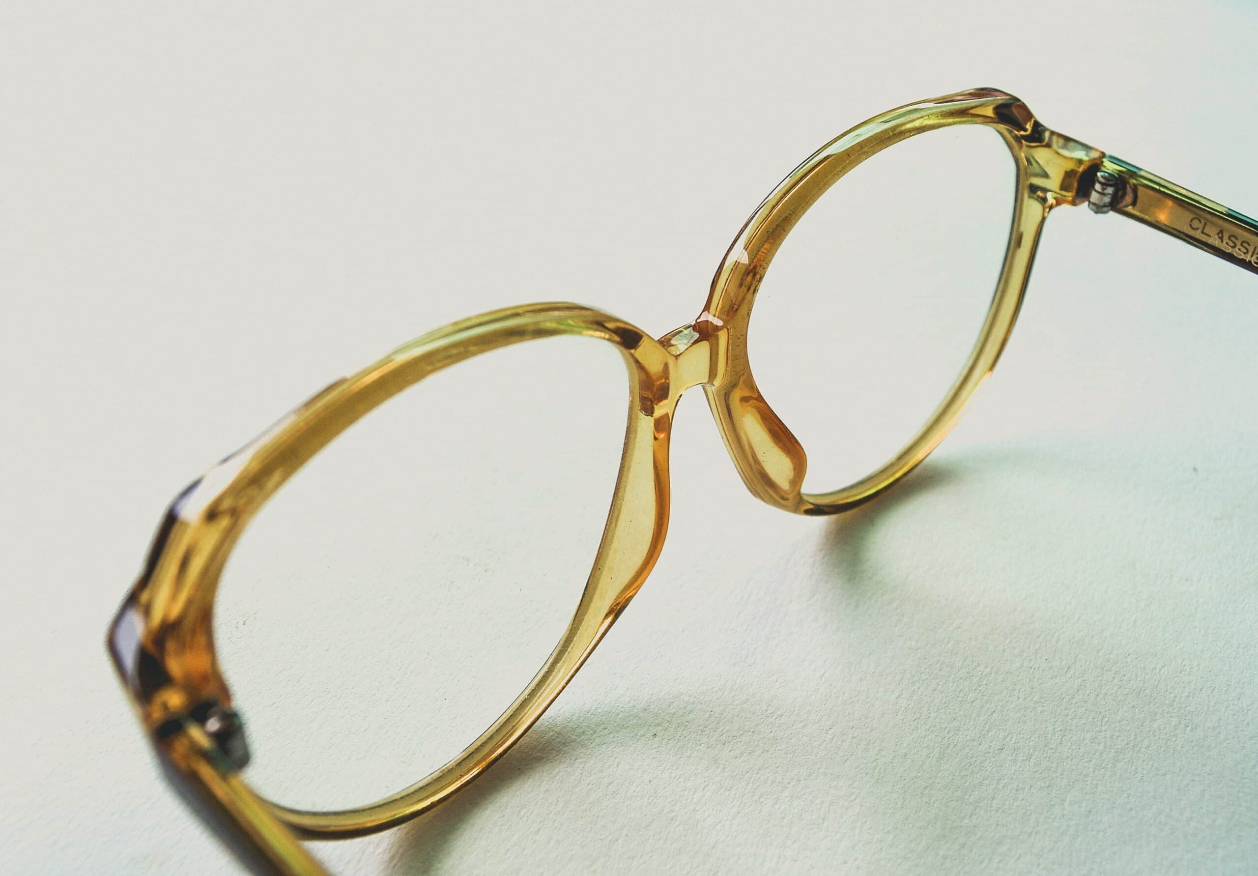 Vom Lesestein zum komplexen Produkt: Die Geschichte des Brillenglases