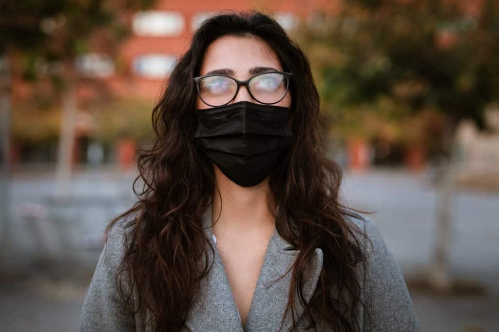 Beschlagene Brillengläser ade dank Antibeschlag-Brillenputztuch